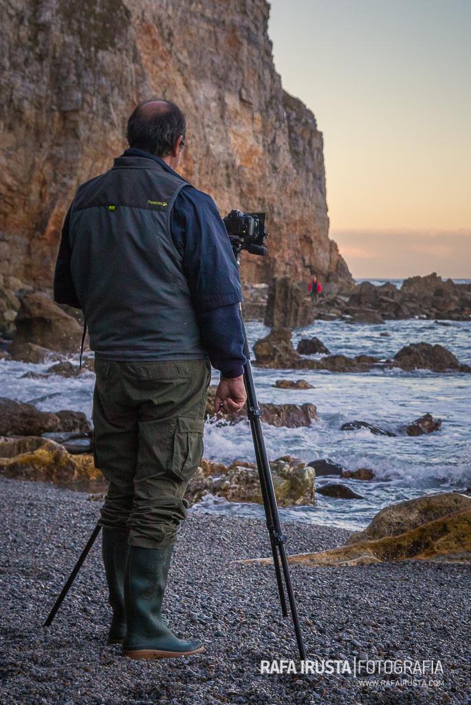 Ricardo fotografiando durante el Taller de Costa de Asturias 2016