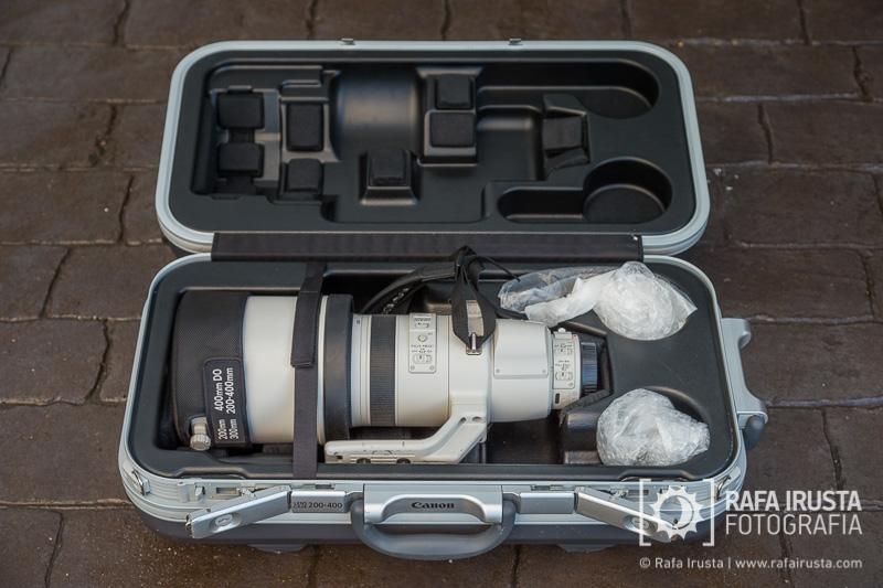 Probando Canon EF 200-400mm f/4L IS, maleta de transporte abierta