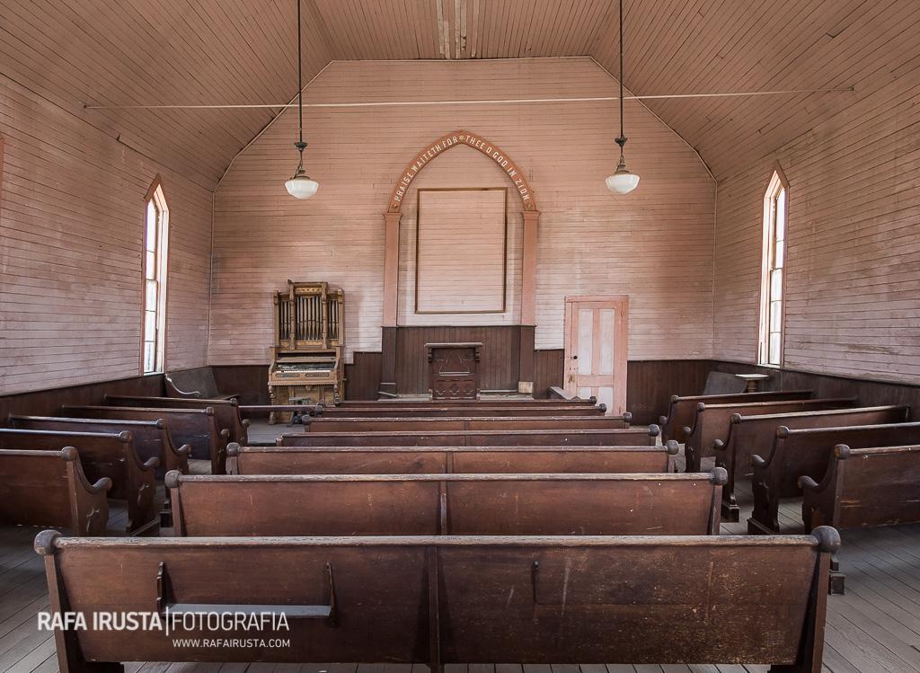Interior de la Iglesia Metodista, Bodie