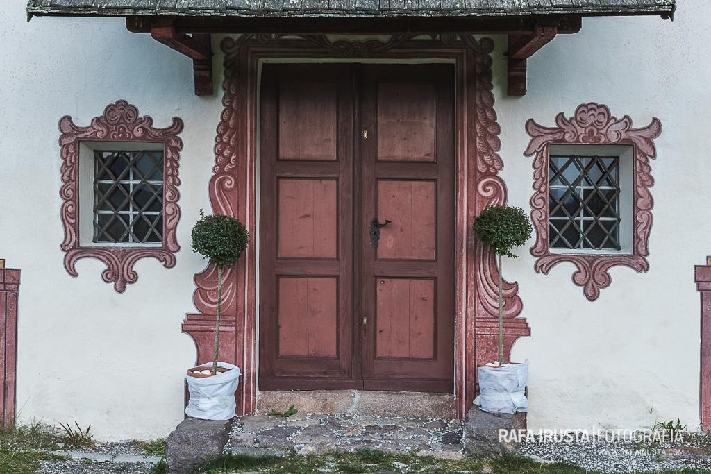 Entrada Iglesia de St Johann (San Giovanni) , Valle de Funes, Dolomitas, Italia