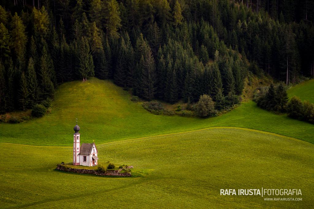 Iglesia de St Johann (San Giovanni) , Valle de Funes, Dolomitas, Italia