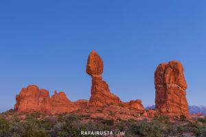 Balanced Rock, Arches National Park, Utah, USA