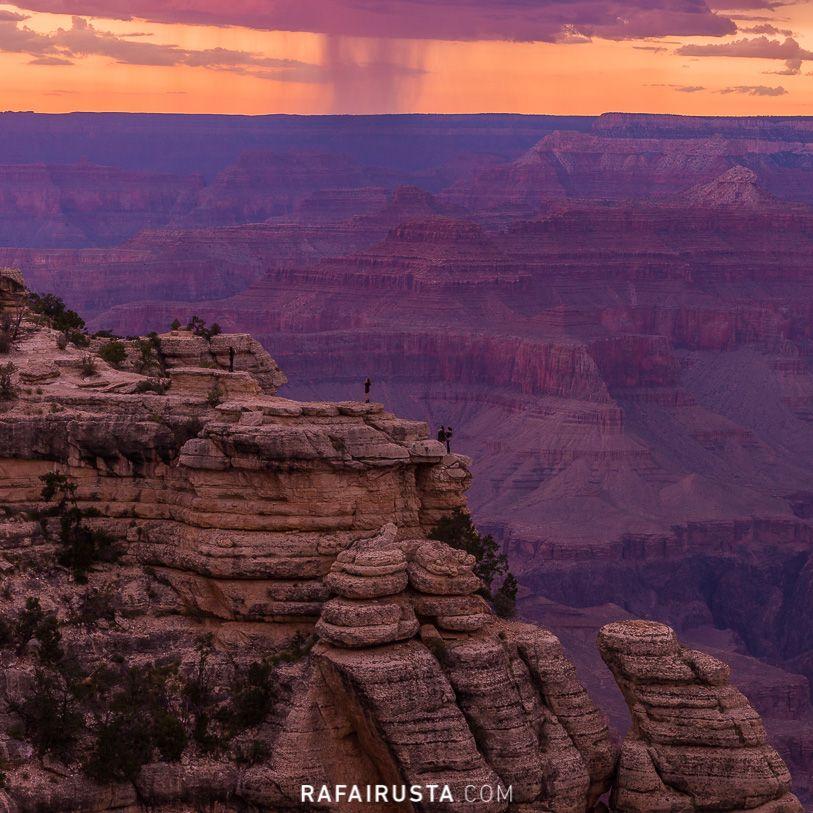 Turistas en zona peligrosa en Grand Canyon, USA