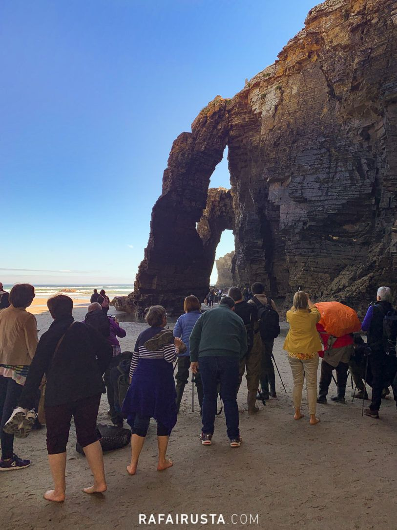Turistas en la Playa de las Catedrales, Galicia
