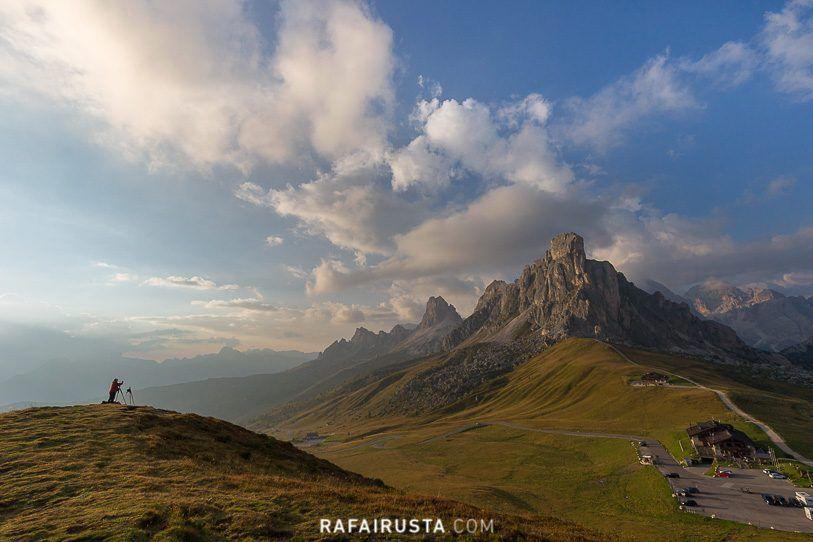 Incluir una persona ayuda a magnificar el paisaje, Dolomitas, Italia