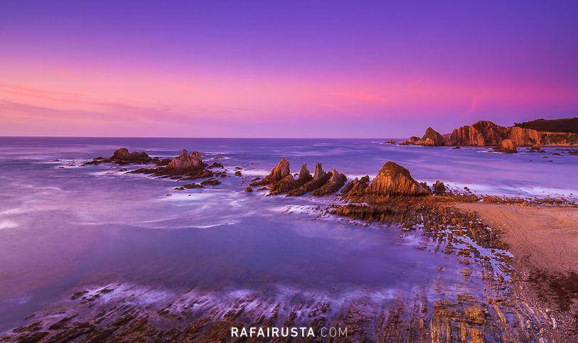 Luz crepuscular en la Playa de Gueirua, Asturias