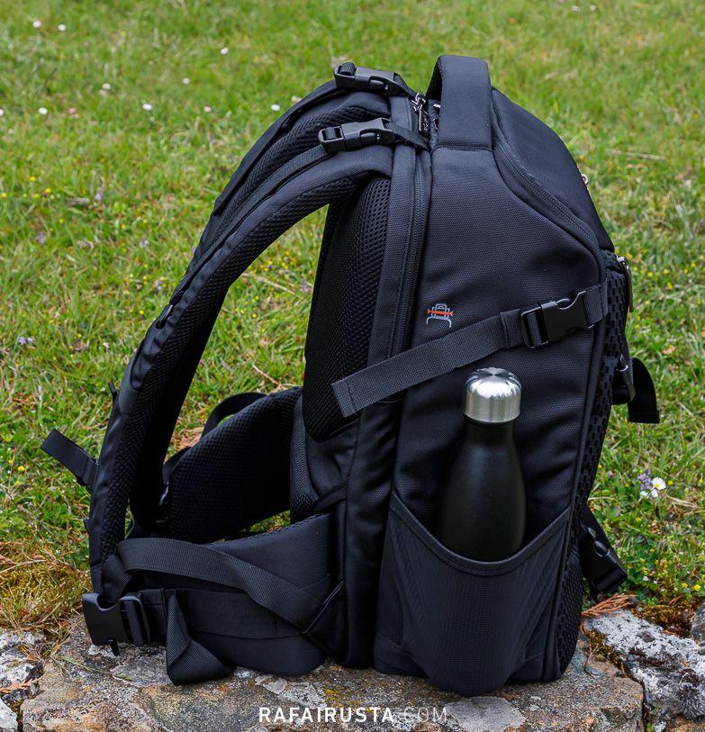 Mochila Fotográfica K&F Concept KF13.084 detalle de los bolsillos laterales